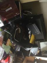 中村の事務所の散乱状態で揺れの激しさがわかります。