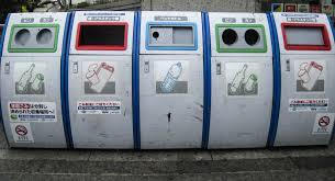 日本のコンビニなどで見かけるゴミの分別です。