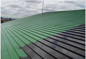 黒い部分は素材にプライマー塗布、緑は熱交換塗料一回目の塗布中