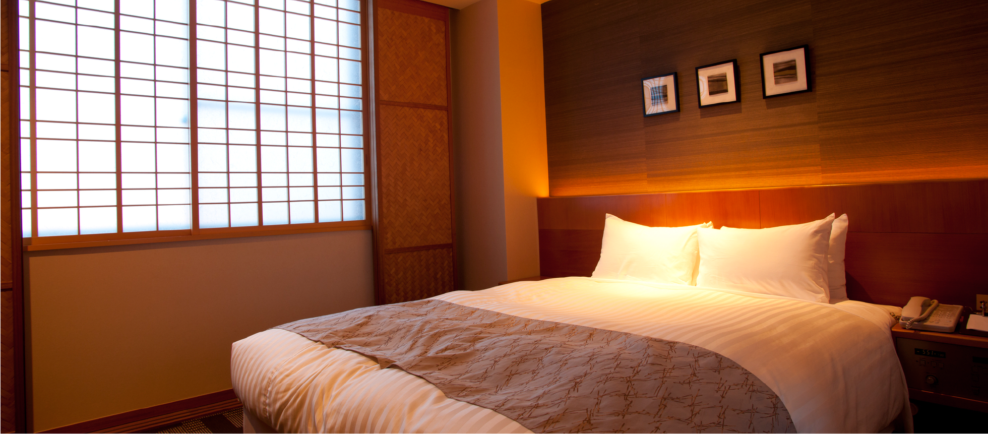 和室の寝室に豪華ベッドに感動!