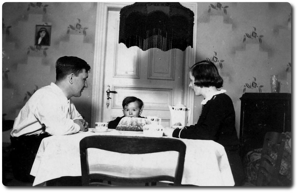 Stube Matthiasstraße Dietmar Katterwe mit Eltern