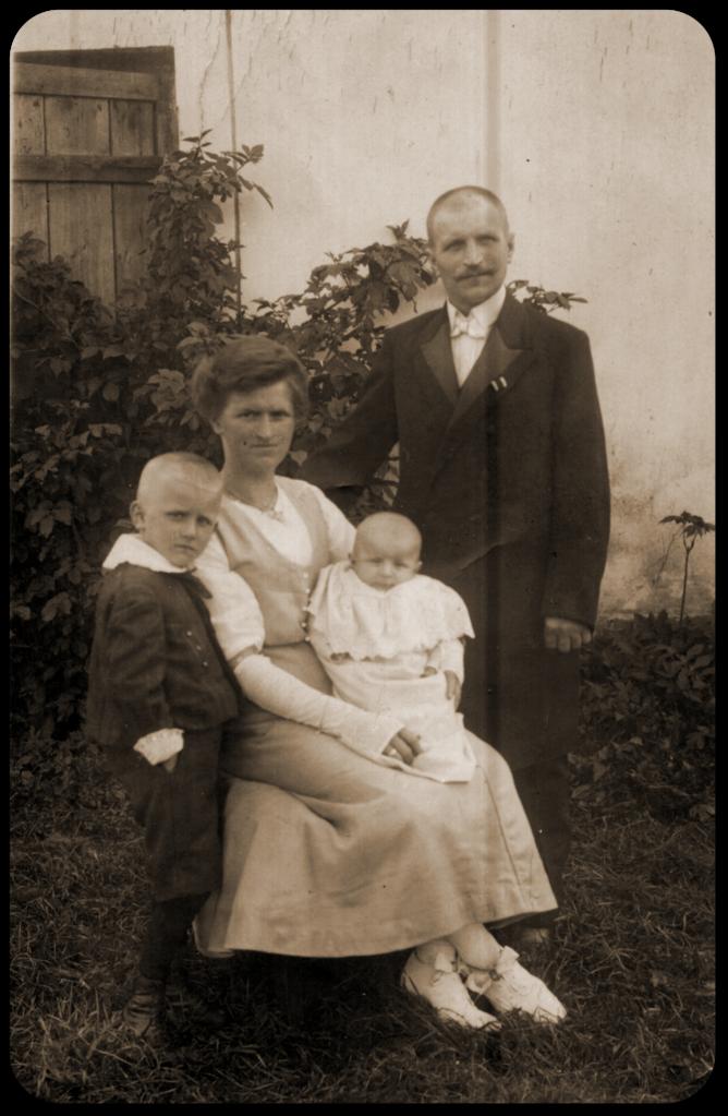 Fam. Karl Robert Katterwe, Sattlermeister in Wabnitz