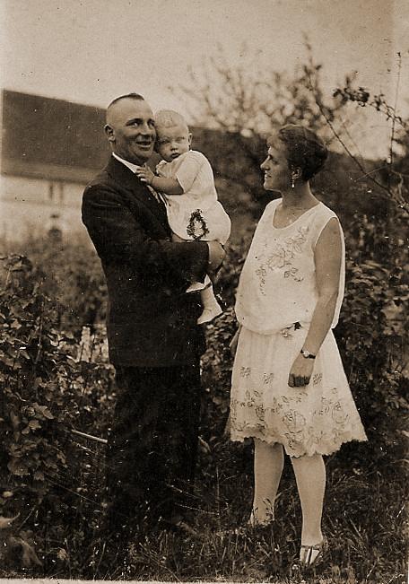 Artur und Erna Katterwe mit Eberhard  4 August 1929