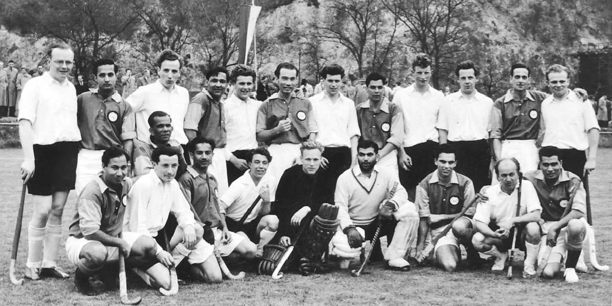 01.04.1955 | Erinnerungsfoto: Die KHC Herren und Indian Gymkhana London.