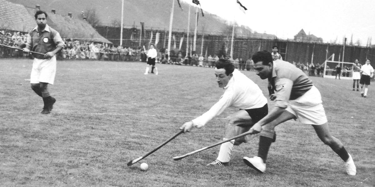01.04.1955 | Arthur Heil im Spiel gegen die Nationalmannschaft Paskistans.