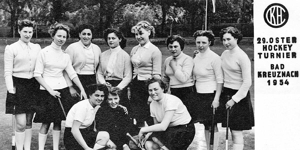 11.05.1954 | Die ersten Damen des KHC beim vereinseigenen Osterturnier.
