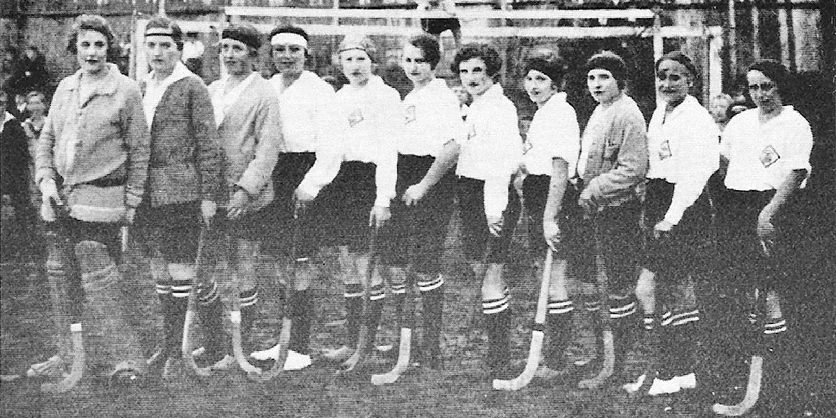 25.10.2925 | Das erste noch erhaltene Dokument vom Damenhockey in Bad Kreuznach zeigt die ersten Damen des KHC.