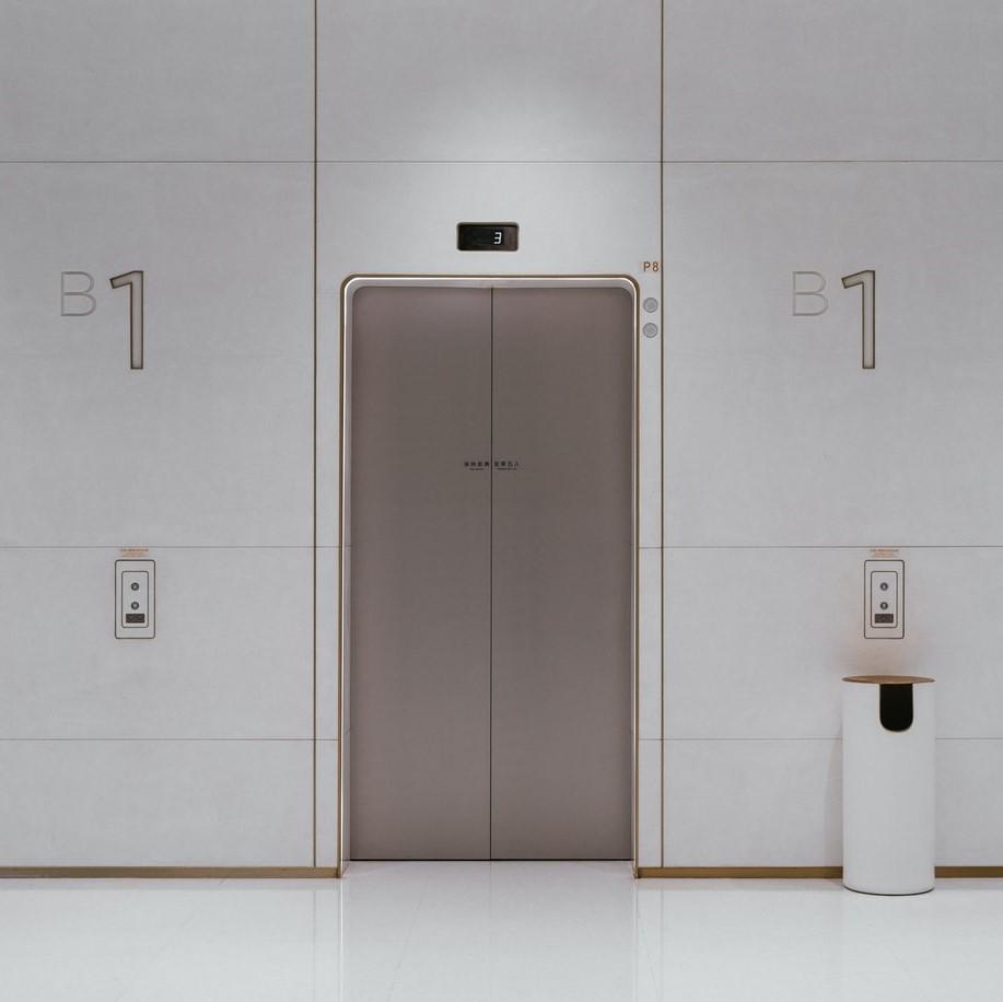 地震によるエレベーターの異常なし