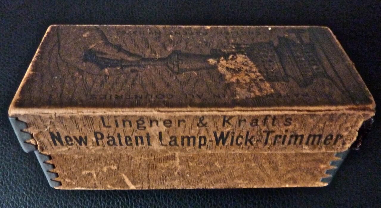 Verpackung für den Dochtputzer von Lingner & Kraft für den englischen Markt