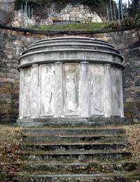 Heutiges Bild des Lingner-Mausoleums am Fuße des Lingner-Schlosses, Dresden