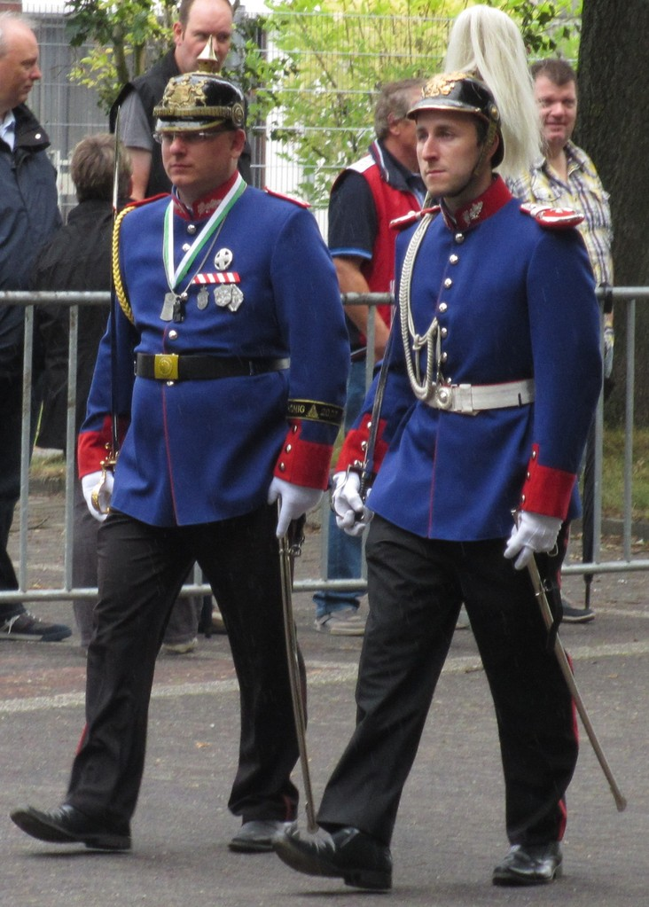 links Spieß Patrick Wilms, rechts Leutnant Florian Jörgens