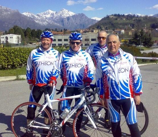 Gruppo di cicloturisti