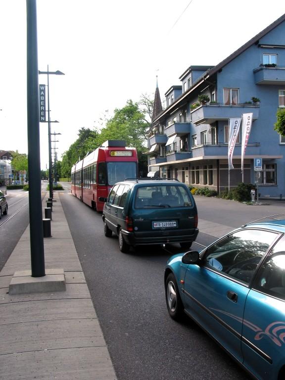 La traversée de Wabern avec le tram en site banalisé