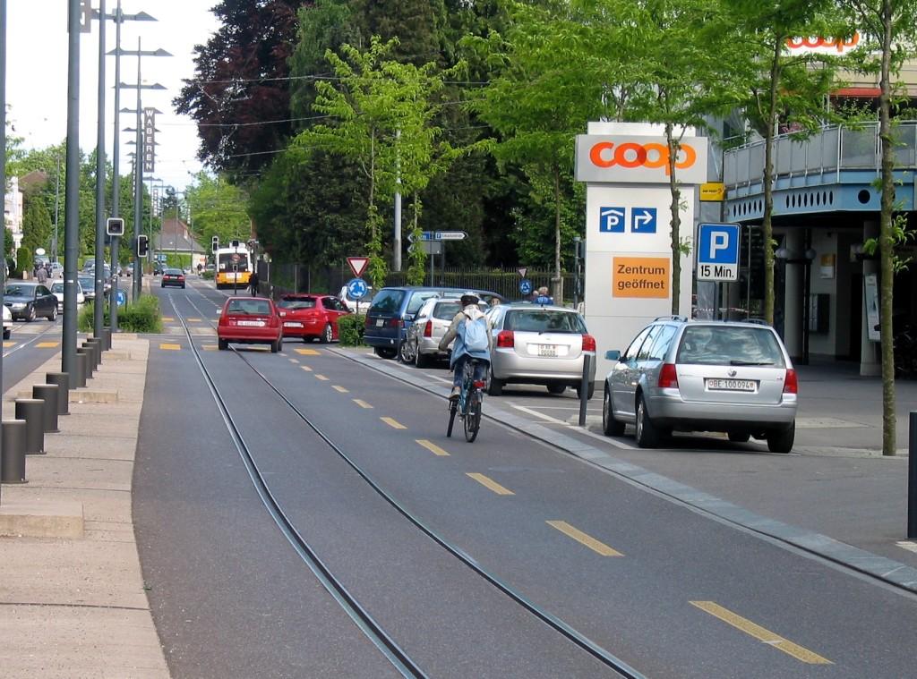 L'accès aux commerces est facilité (trottoirs élargis, stationnements)