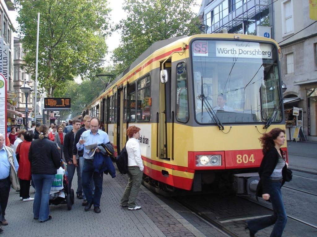 tram-train de Karlsruhe dans la zone piétonne