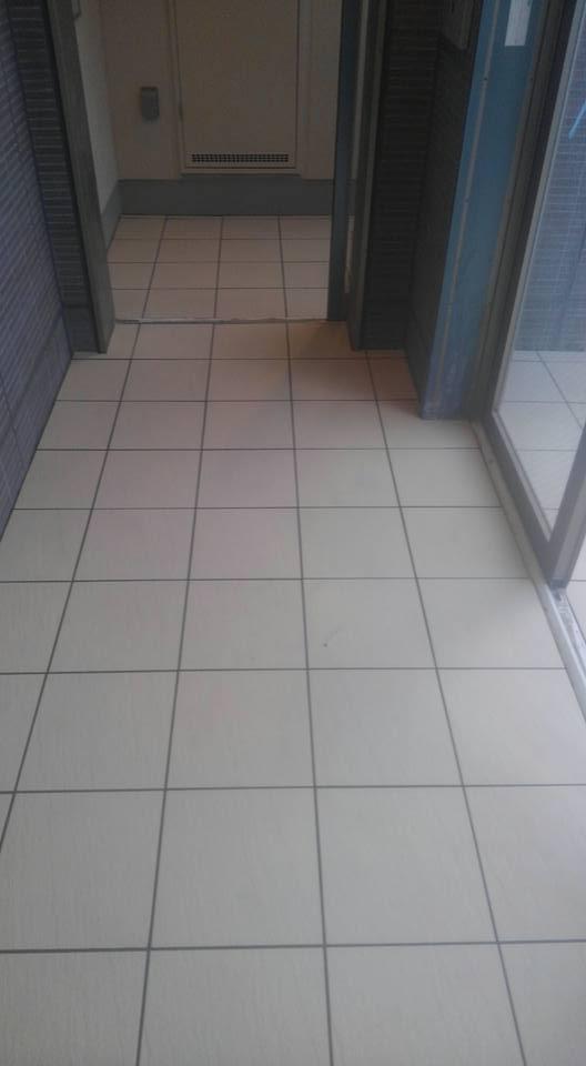 マンション、店舗エントランスの床タイル工事