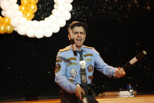 """Олег Желков. Смешной сценический номер с жонглированием """"Мент"""""""