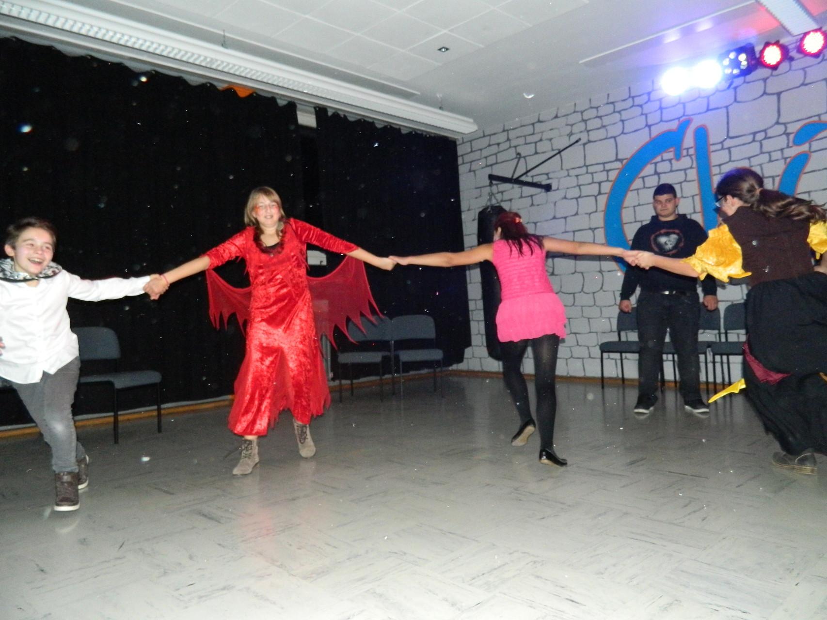Zusammen tanzen und feiern...:D