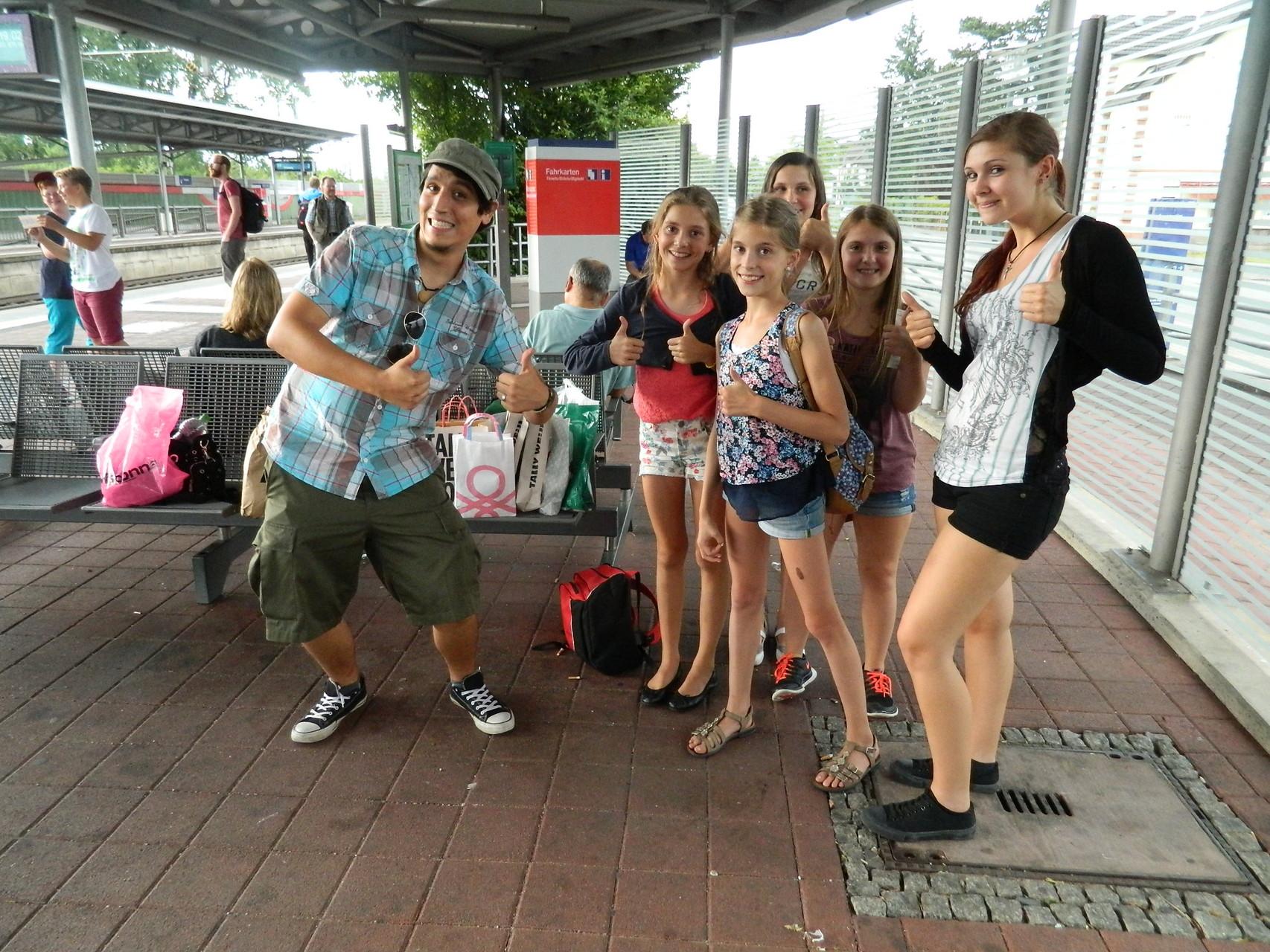 Nick und die Mädchen ;) auf dem Rückweg der Shoppingtour