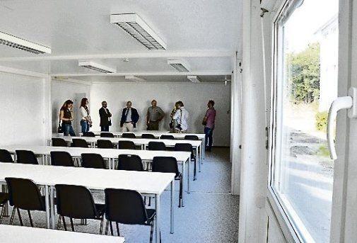 Sie bieten Platz für 30 Schüler und haben Notausgänge.