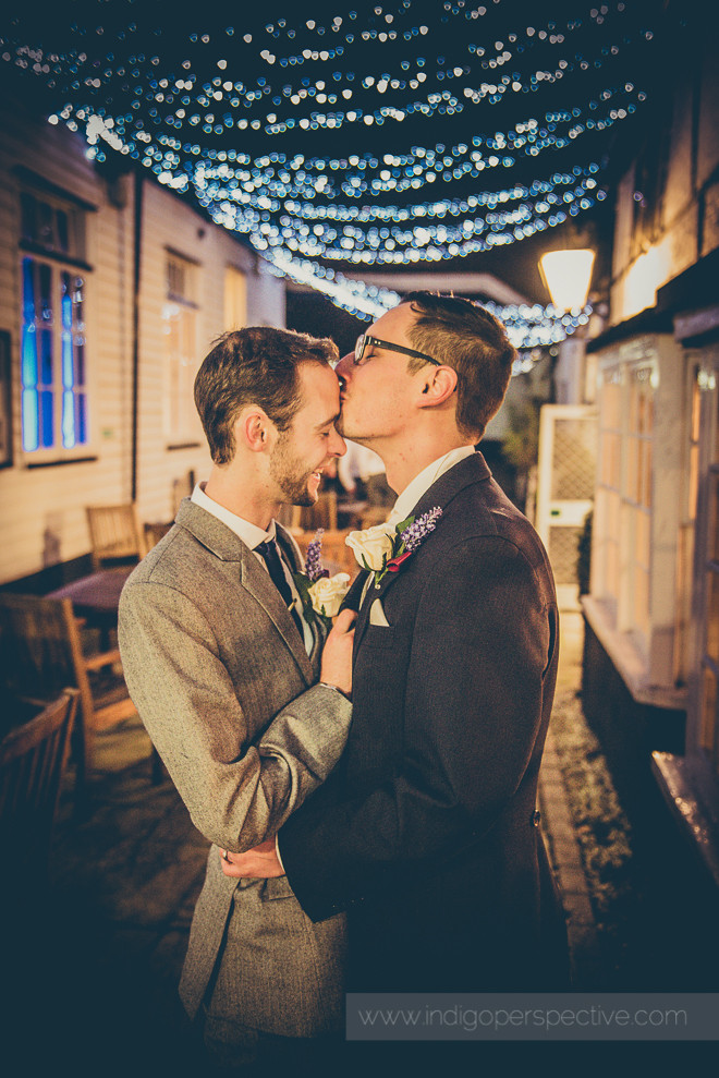 groom & groom wedding day night time portrait kiss