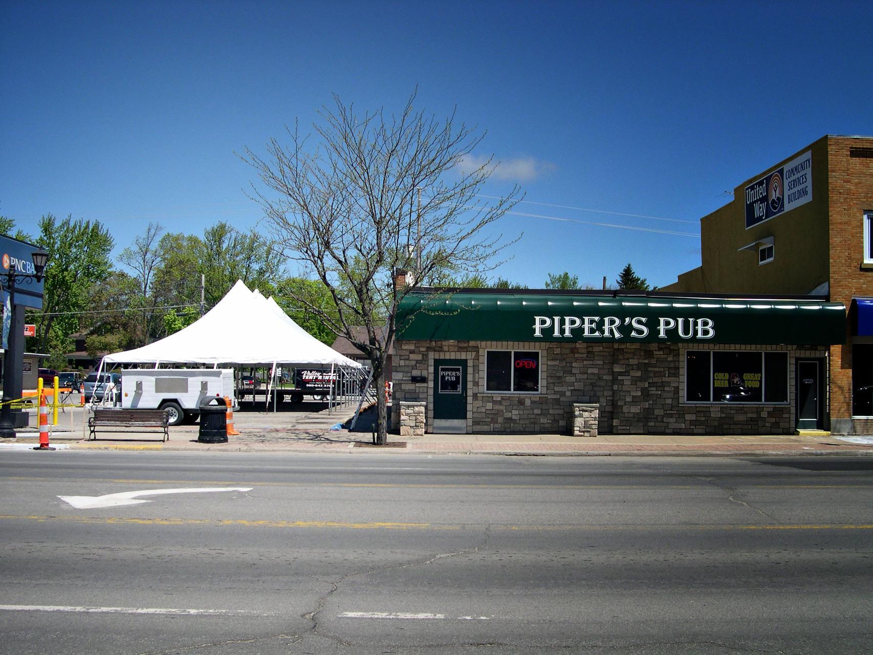 30 x 60 Piper's Pub
