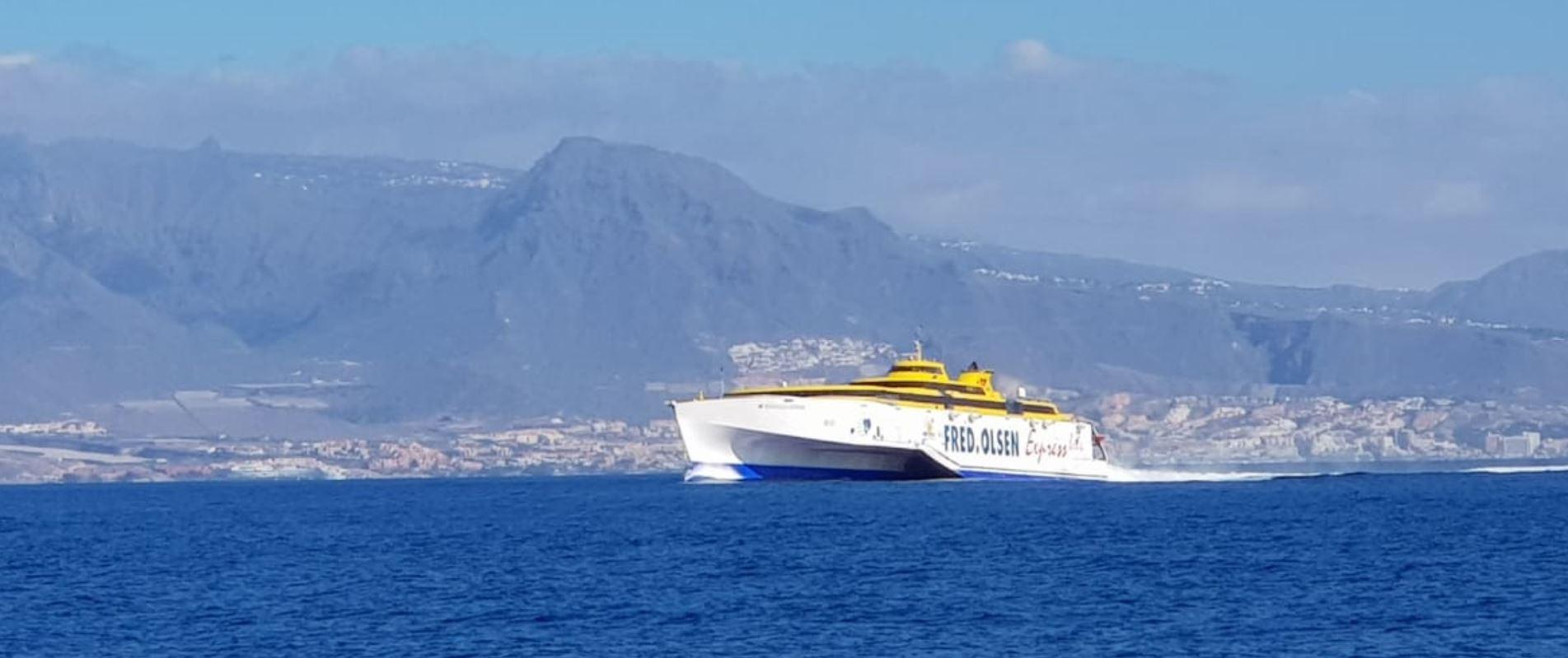 Aufpassen bei Yachtchartern vor Teneriffa: Fähren passieren mit zu 32 kn