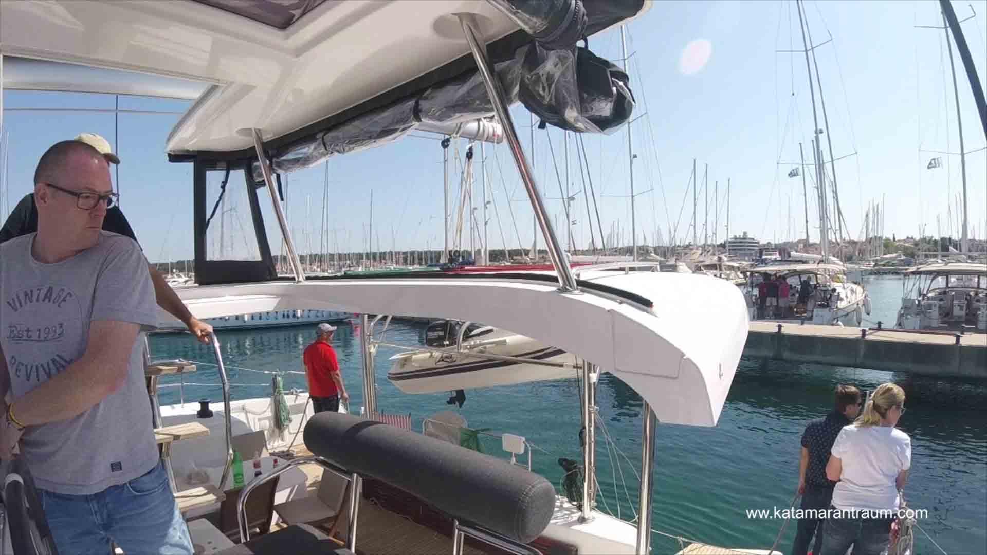 Catamaran Dockung Training - Docking reverse with Lagoon 42 JANNY