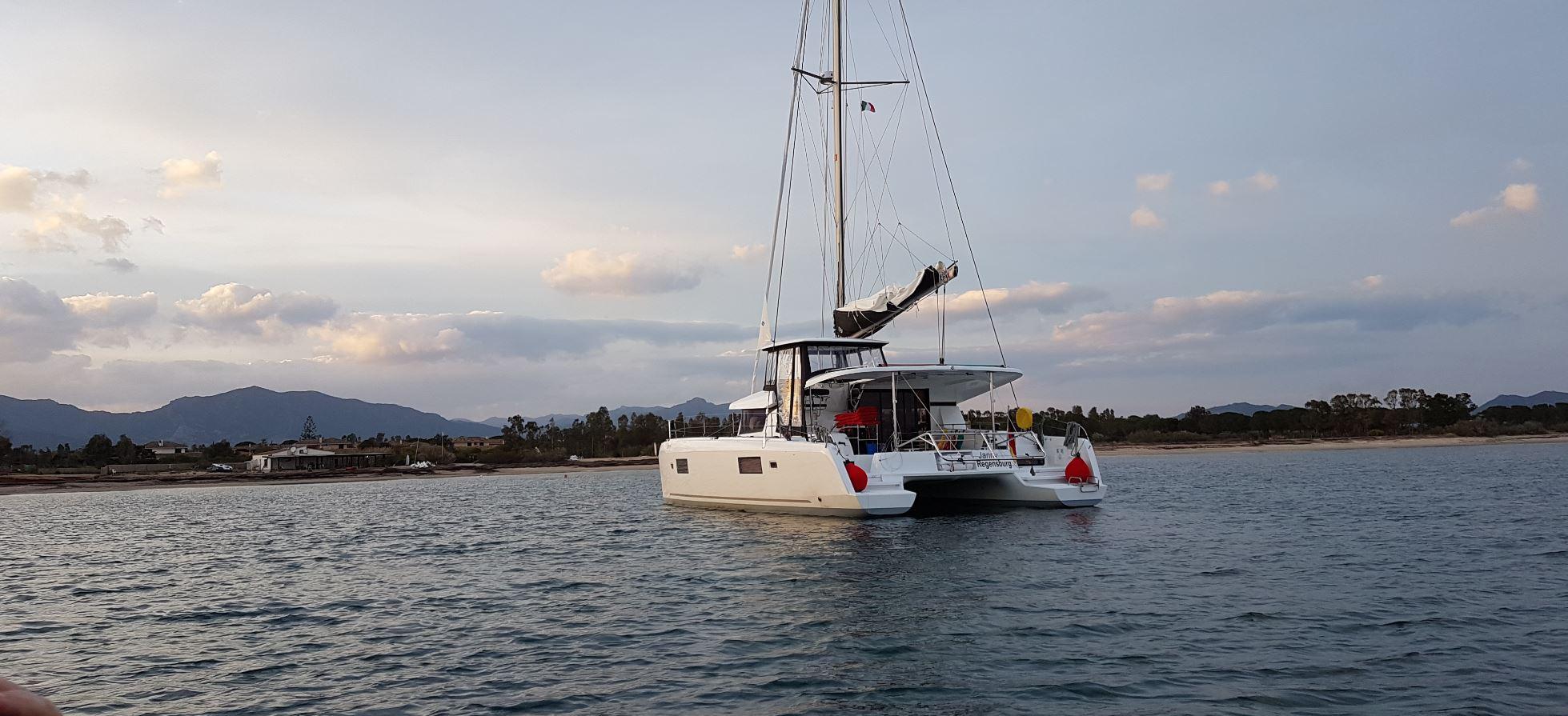 Yachtcharter Katamaran Lagoon 42 vor Teneriffa