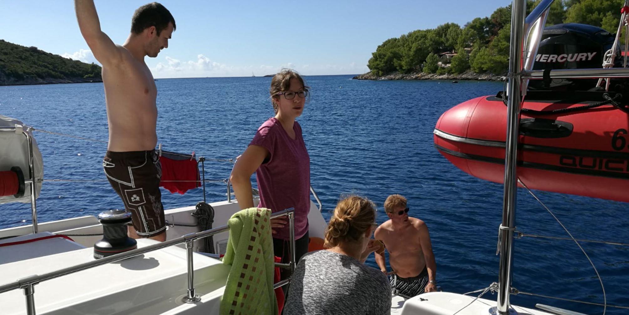 Eigner Jos geht als erste zu wasser beim Familienurlaub