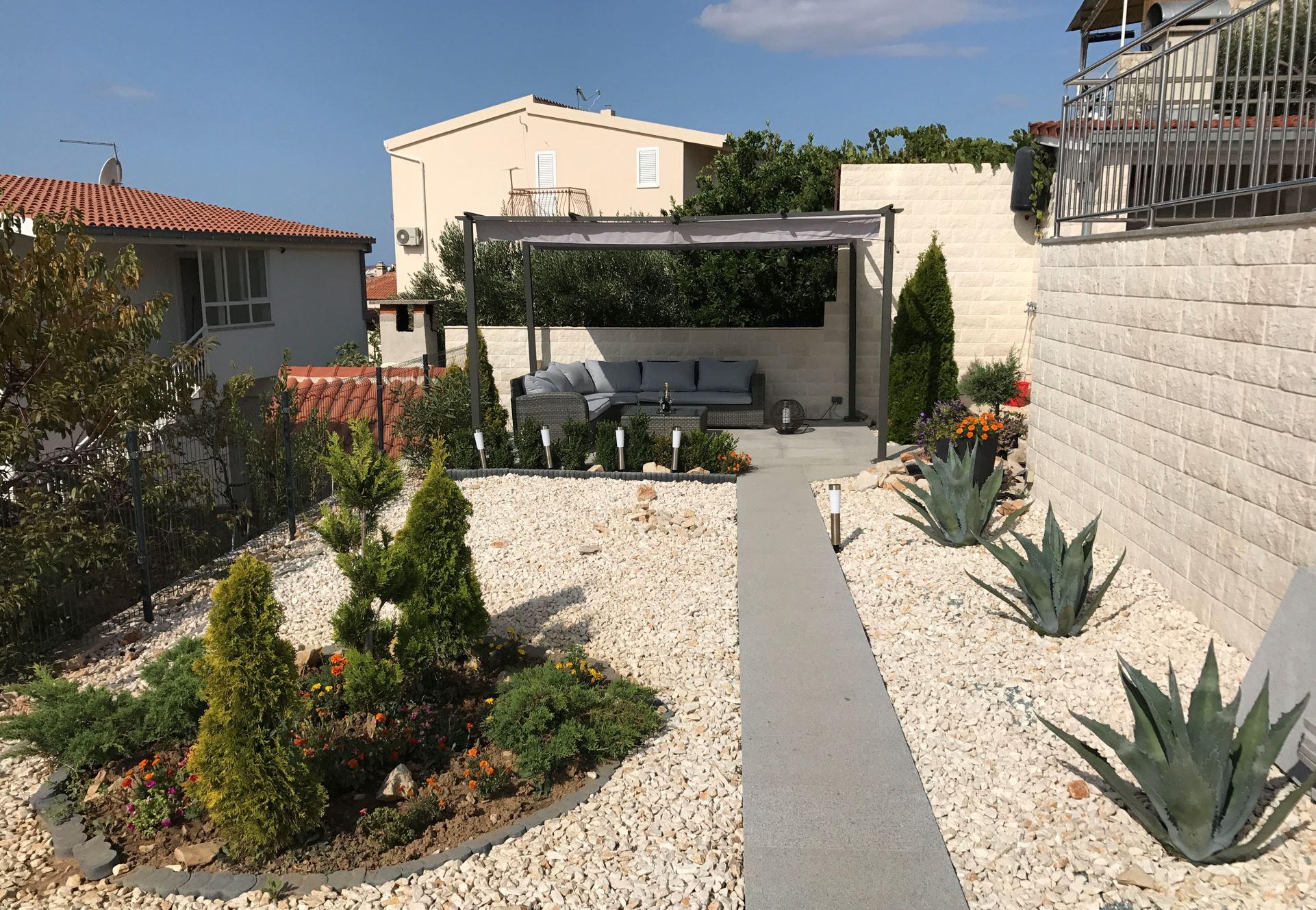 Katamarantraum Urlaubstipp: Modern gestaltete Gartenanlage