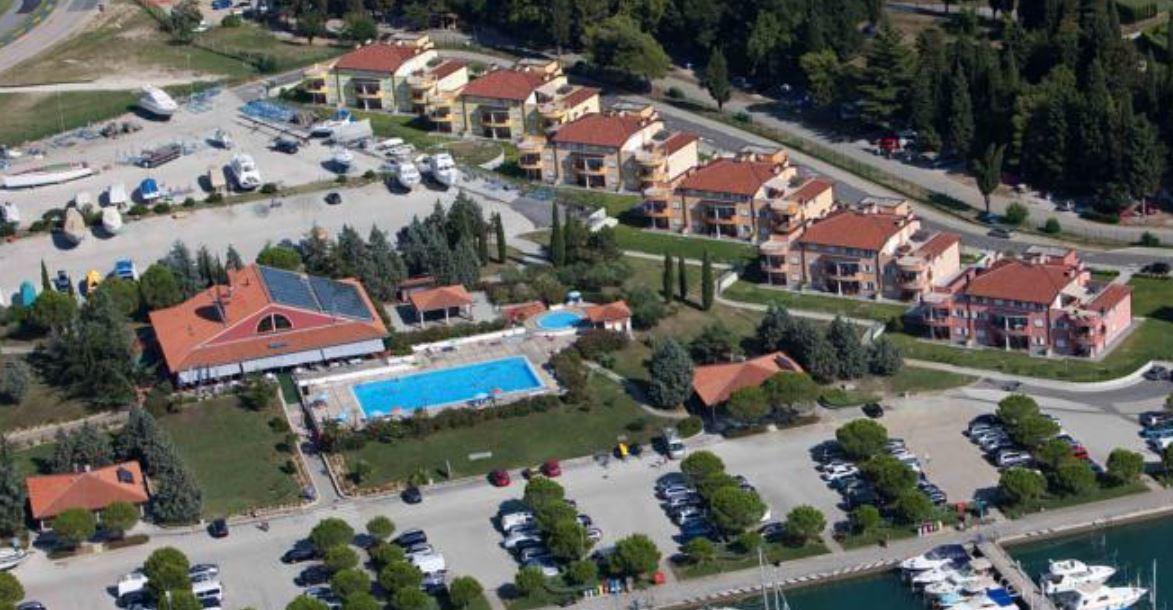Obenansicht der Marina inklive Schwimbad