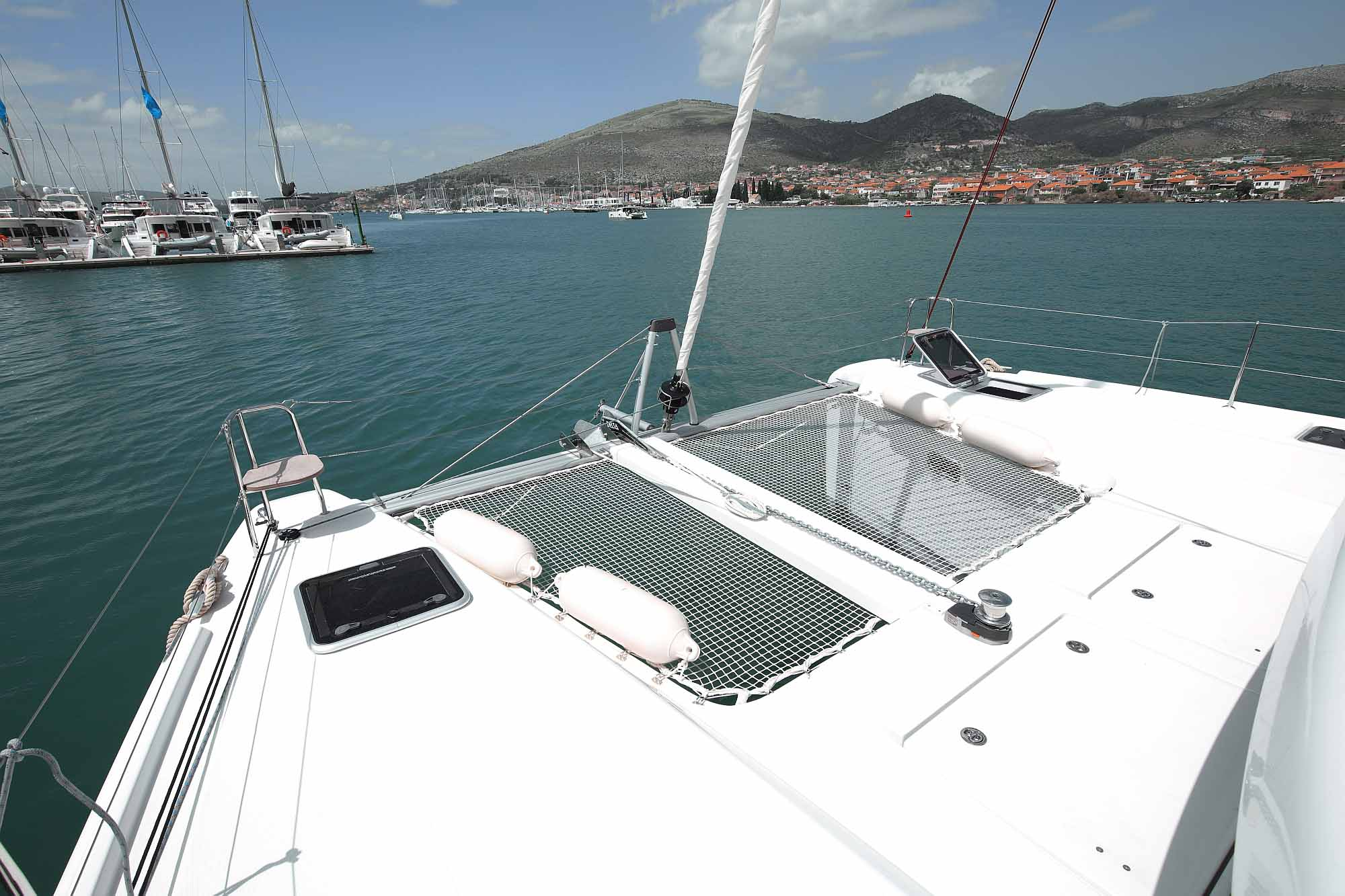 Catamaran Lagoon 42 trampoline: athing fun and relaxing - chilling aereas