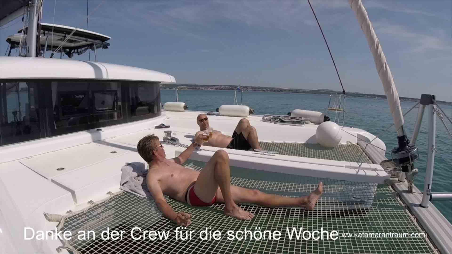 Als belohnung und Abschluß der Katamarantraining Woche tosten Skipper und Gast Attila (Eurowings Piloten)