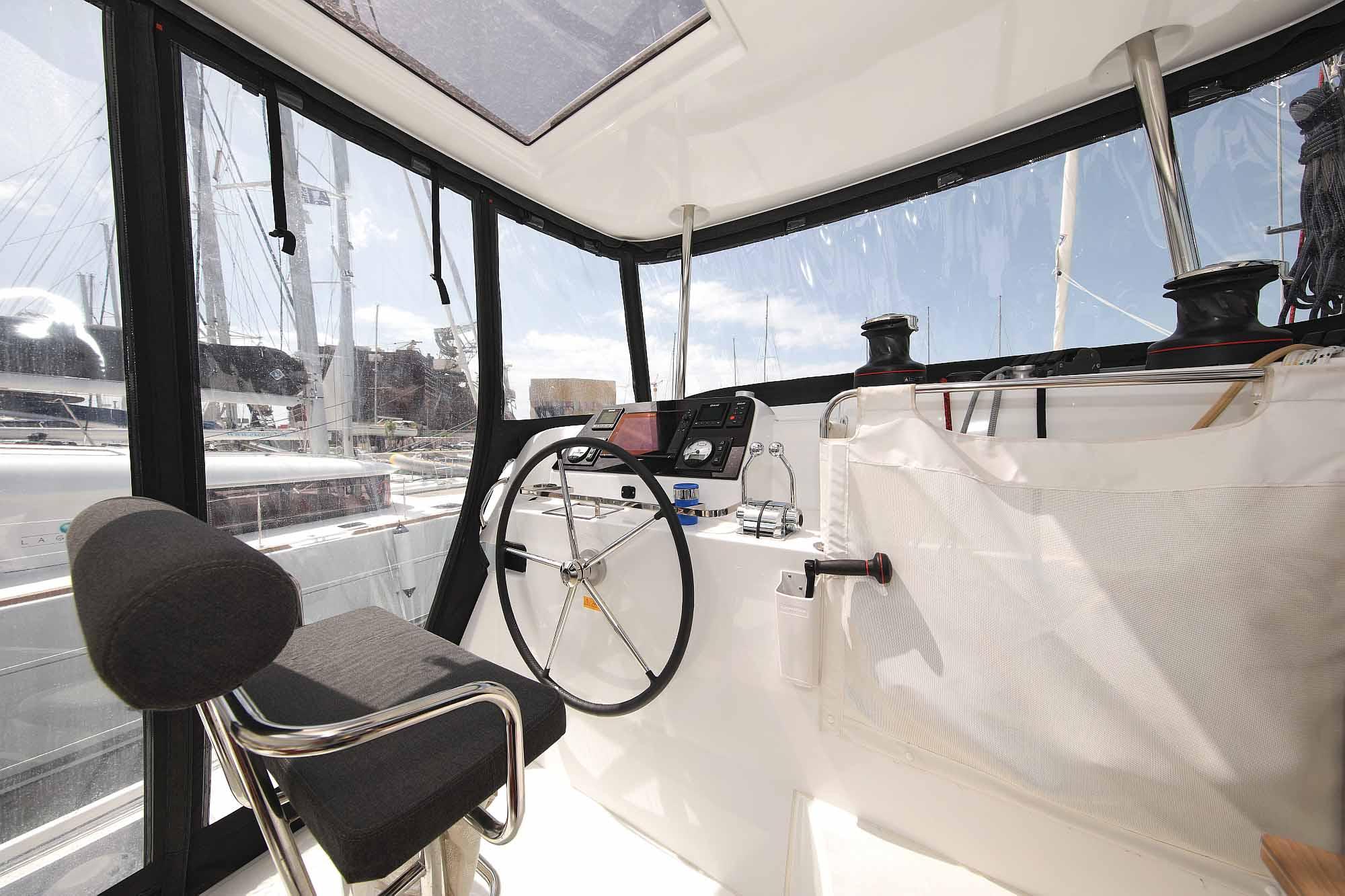 Steuerstand der Lagoon 42: Bereit für Segelreisen - Mitsegeln - Hochseesegeln