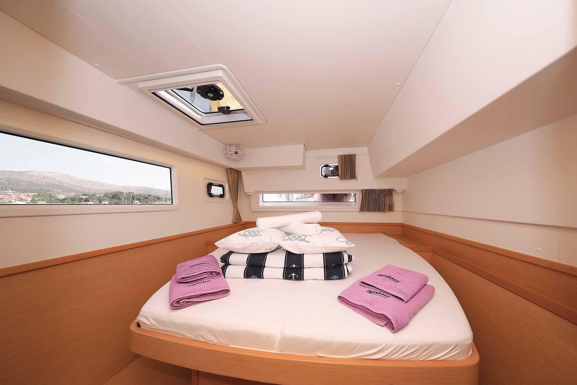 Kingsize Betten in alle Kabinen: Bereit für Charter Kanaren und Charter Kroatien