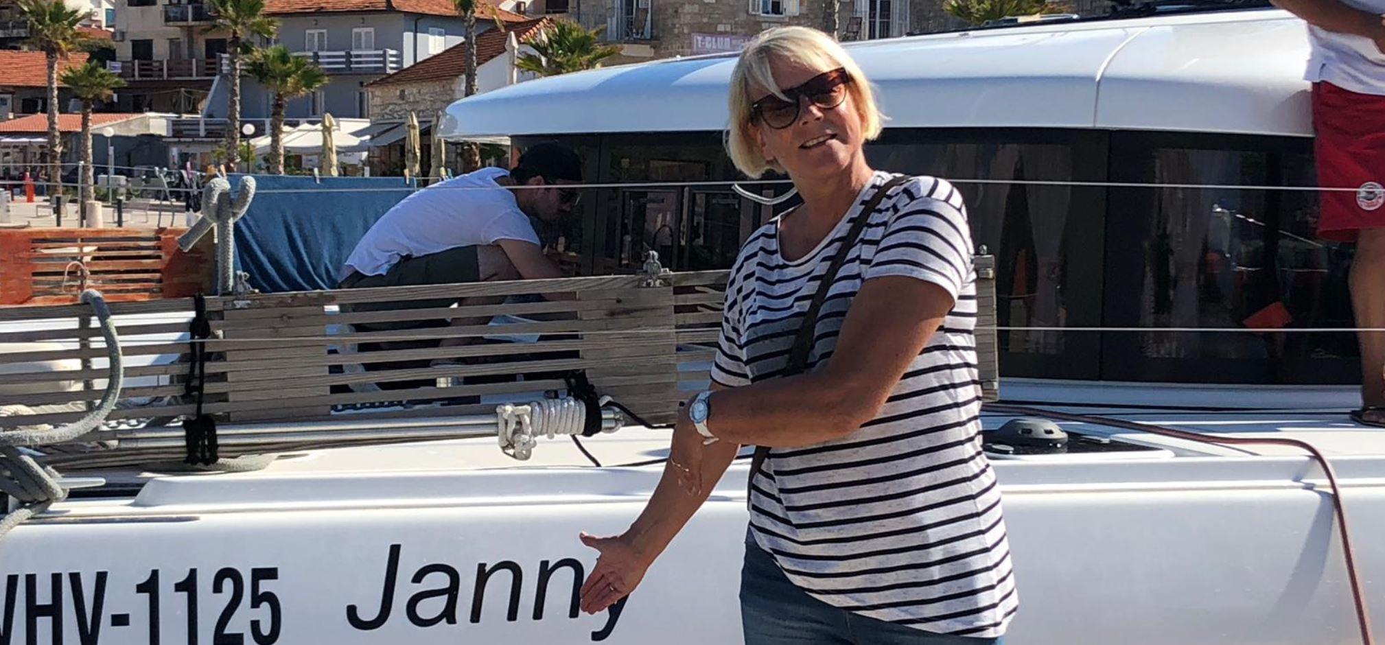Meine Frau Janny ist stolz auf Katamaran Lagoon 42 Janny