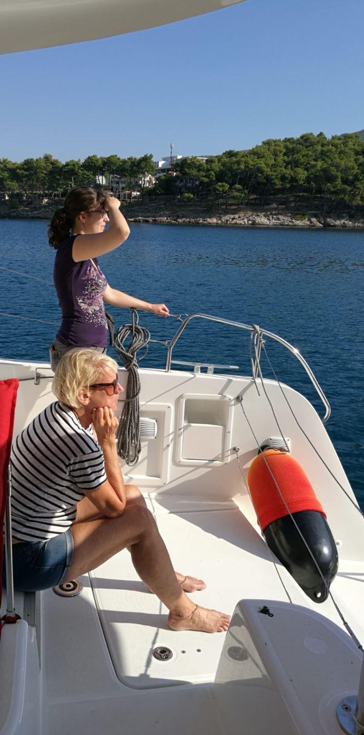 Mit Wehmut fahren wir wieder aus der Bucht - Segelurlaub