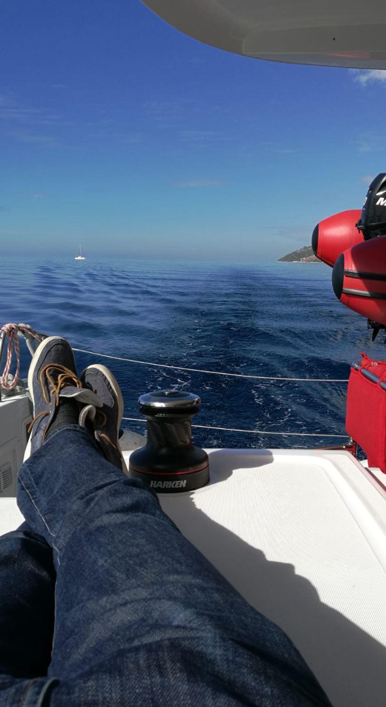 Der Aussicht beim Segelurlaub genießen