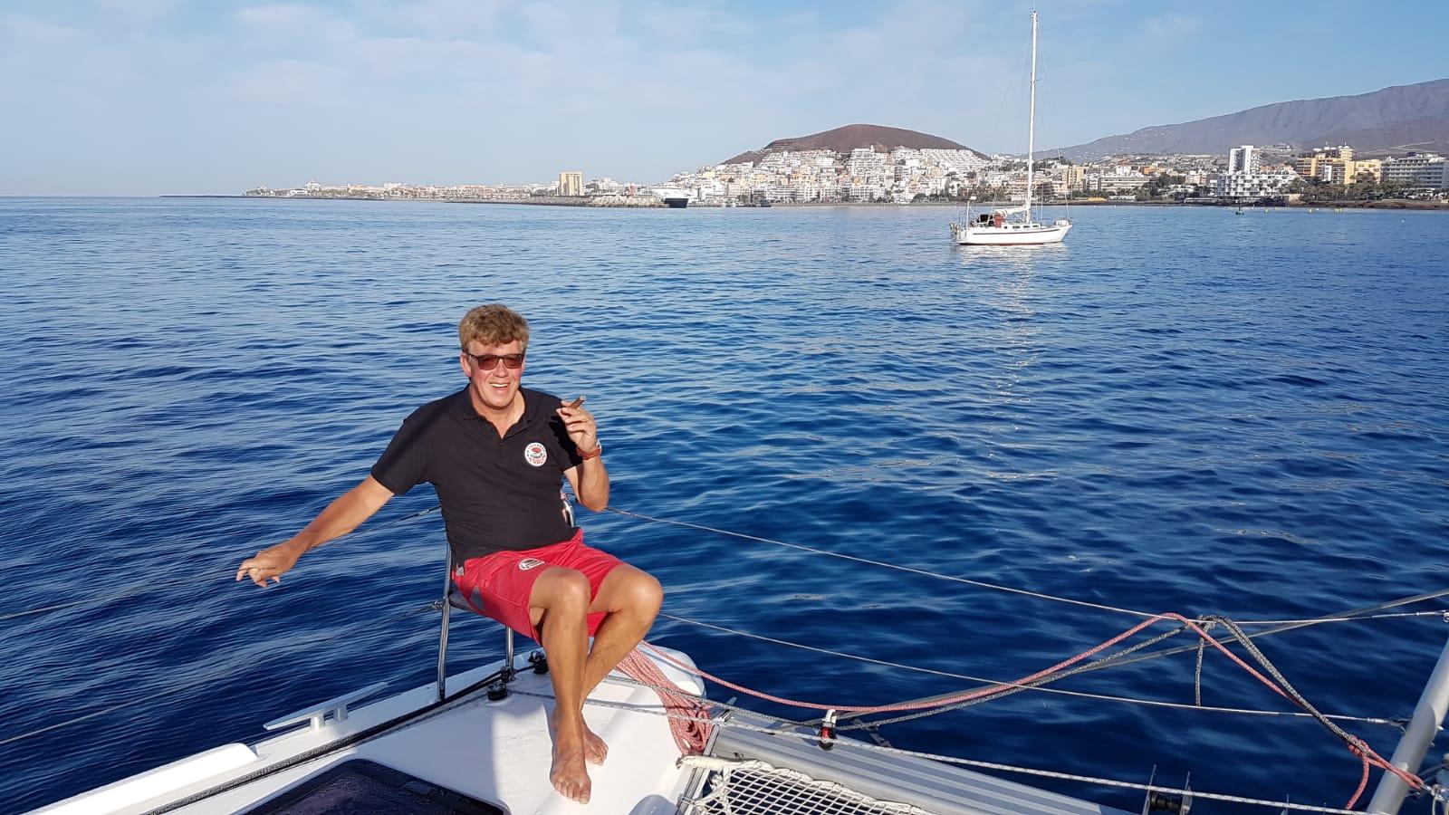 Skipper Jos Wijtenburg genießt seine Zigarre