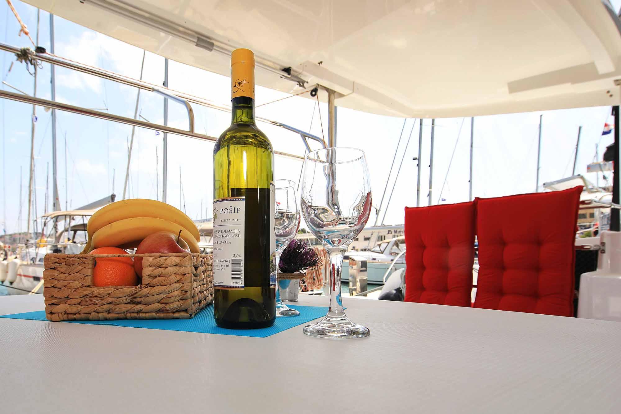 Salontisch Katamaran lagoon 42: Bereit für Begrüßung der Katamarantraining Gäste