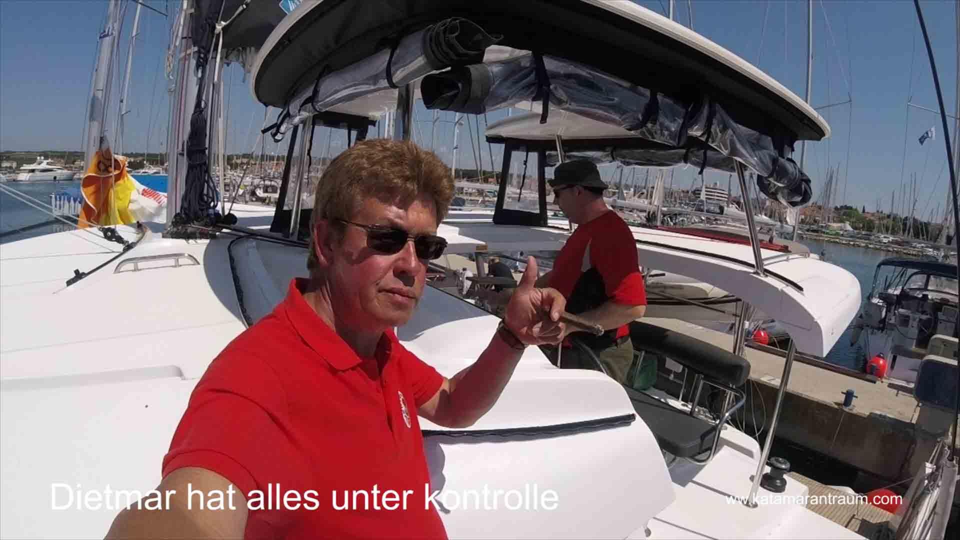 Beim Katamaran Skipper Training hat Dietmar den überblick