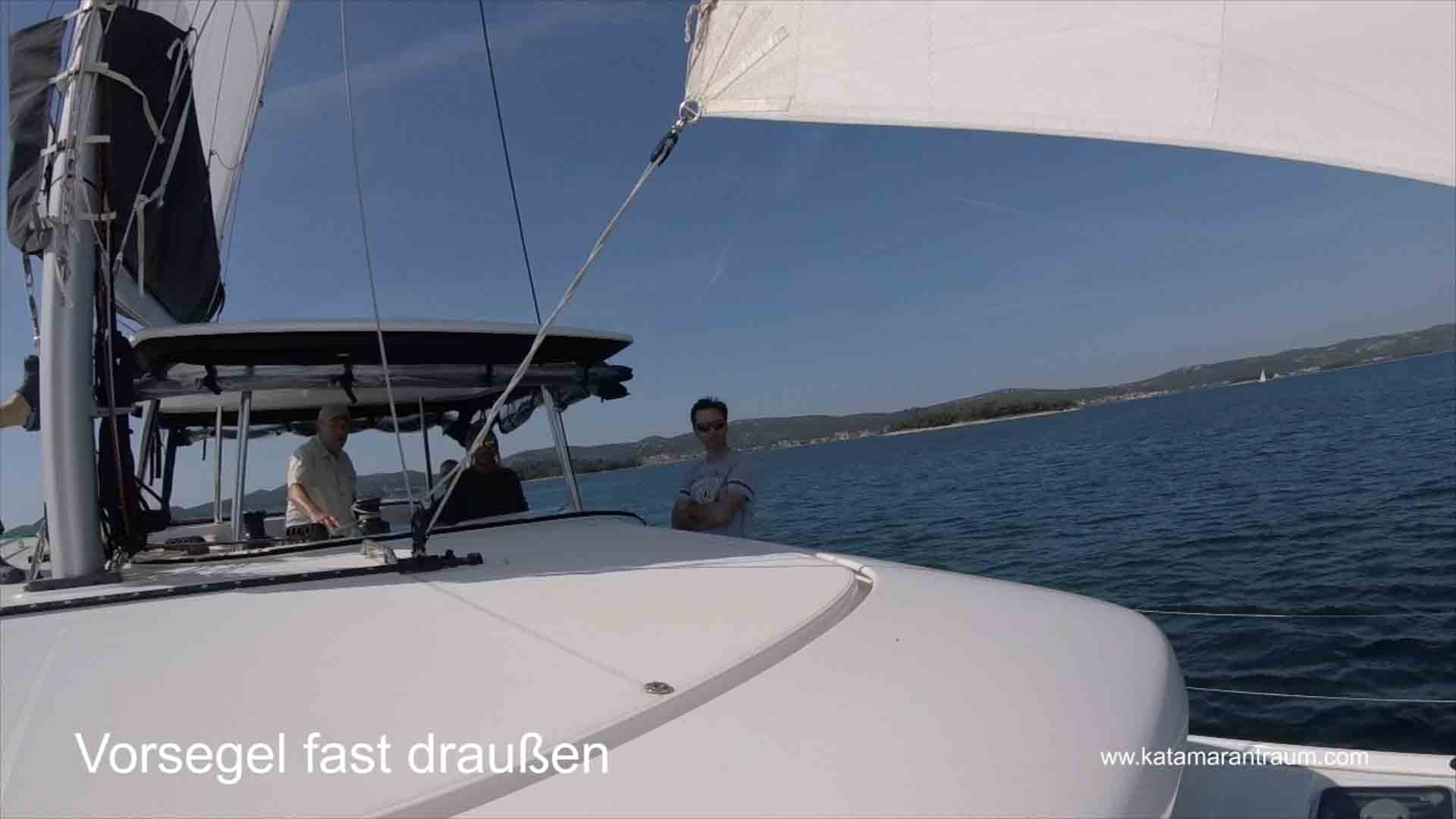 Katamaran Skipper Training: Vorsegel wird jetzt getimmt