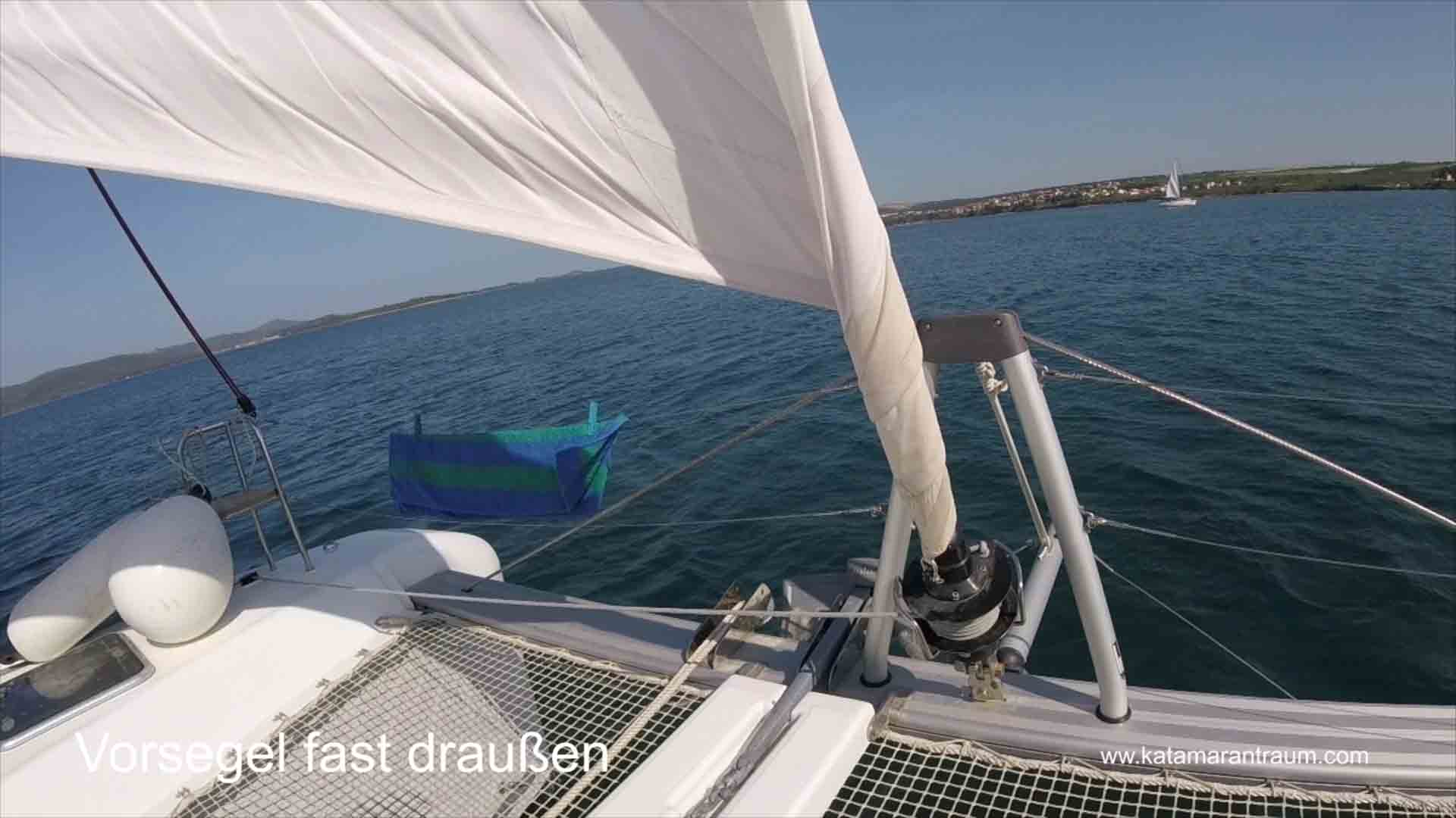Catamaran maneuver training: Foresasil is almost out