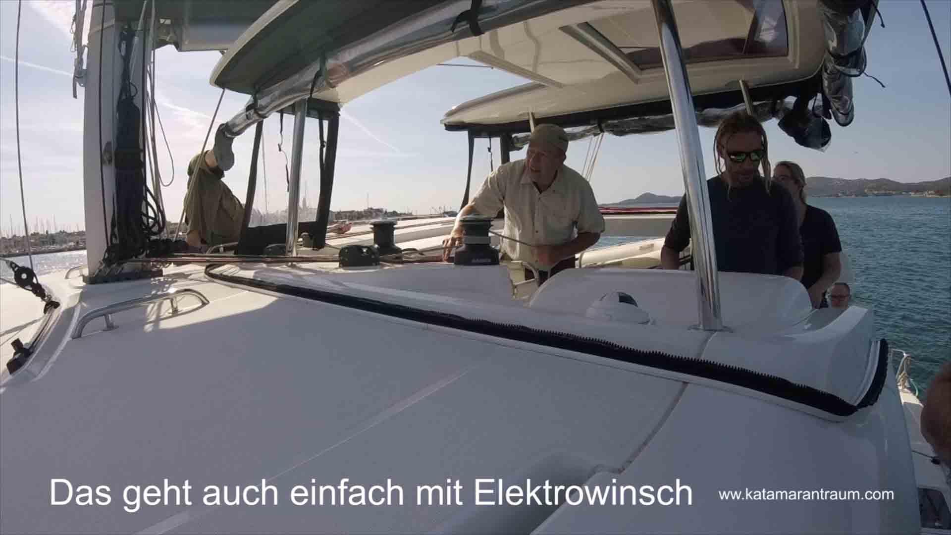 Manfred zieht beim Katamarantraining mit Elektrowisch die Genau raus