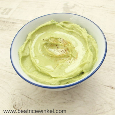 veganer Avocado Hummus in green