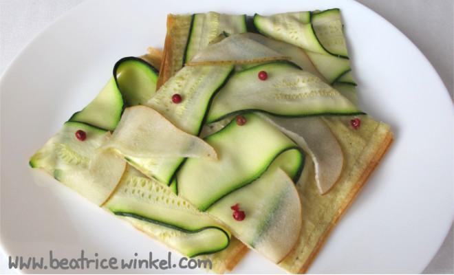 veganer Zucchini-Birnen-Flammkuchen