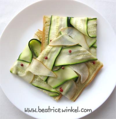 vegane Zucchini Pear Tarte Flambee