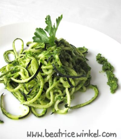 vegan zucchini pasta with parsley-almond-pesto