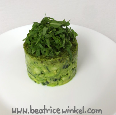 veganer Gurken-Avocado-Turm